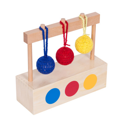 彩色编织球与箱子